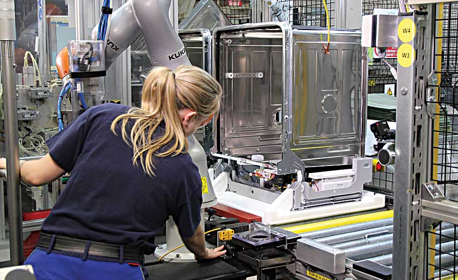 Mobile Cobot Enhances Safe Dishwasher Assembly
