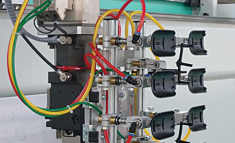 Gripper Rapidly Removes Plastic Parts From Eight-Cavity Mold
